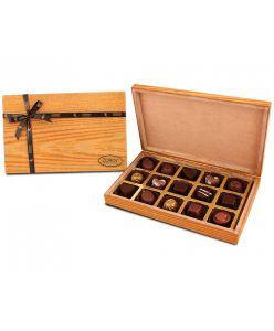 Textured Wooden box with 15 assorted chocolates