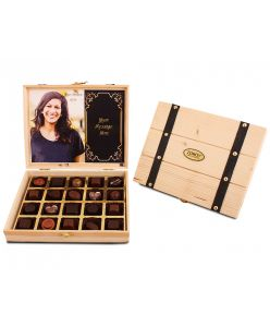 Personalized Pine wood box with 20 assorted pralines