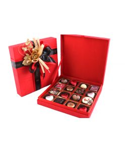Silk Love box with 16 assorted chocolates