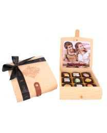 Personalised Flexible top Wooden Box 9 Assorted Pralines