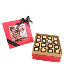 Personalised Hot Pink Box with 16 assorted Pralines
